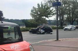 FOTO: Sudar motocikla i automobila na Keju, povređen motociklista