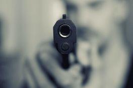 Subotičanin uz pretnju pištoljem opljačkao prodavnicu, prilikom hapšenja napao policajce
