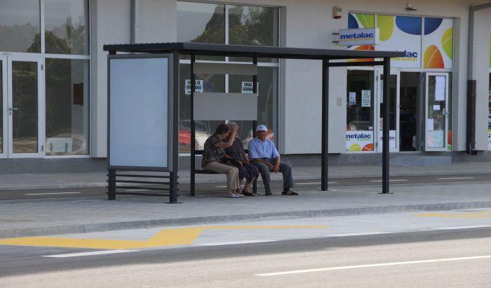Za postavljanje 14 autobuskih nadstrešnica spremljeno tri miliona dinara