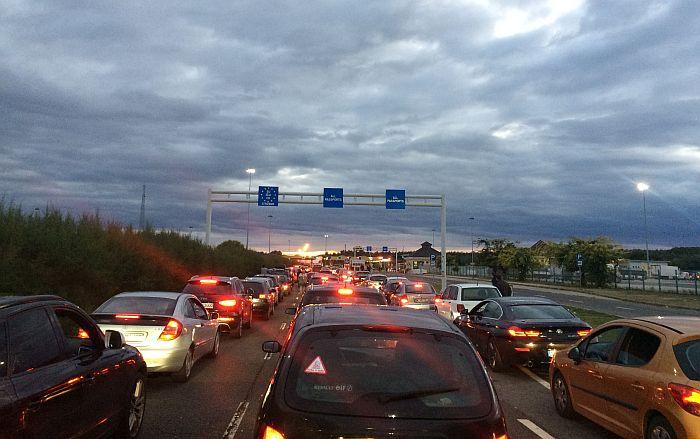 Smanjen broj ulazaka vozila u Srbiju, registrovano više automobila