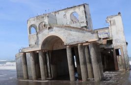 VIDEO: Misteriozna vila nasukana na plaži u Salvadoru