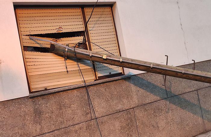 Telekom: Bandera pala na prozor Novosađanina će biti uklonjena, nadoknadićemo štetu