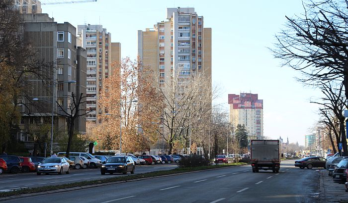 Stanovnici Limana 4 se žale na nedostatak parkinga i bahate taksiste u Balzakovoj