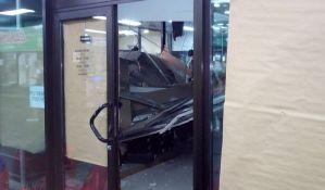 FOTO, VIDEO: Obrušio se plafon u lokalu u pothodniku