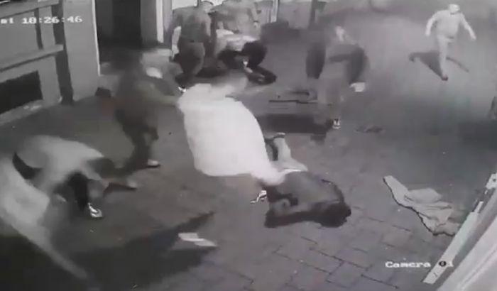 VIDEO: Stravičan snimak prebijanja, mladića  šutiraju i gaze po glavi u Laze Telečkog