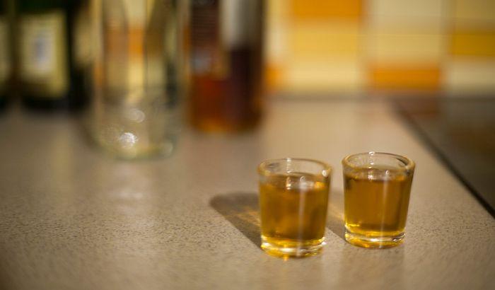 Potvrđena veza između unosa alkohola i manjeg volumena mozga