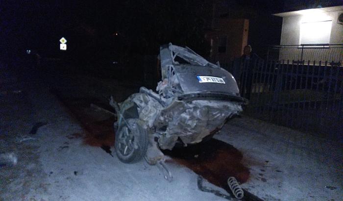 FOTO: Stravičan udes na Adicama, automobil prepolovljen