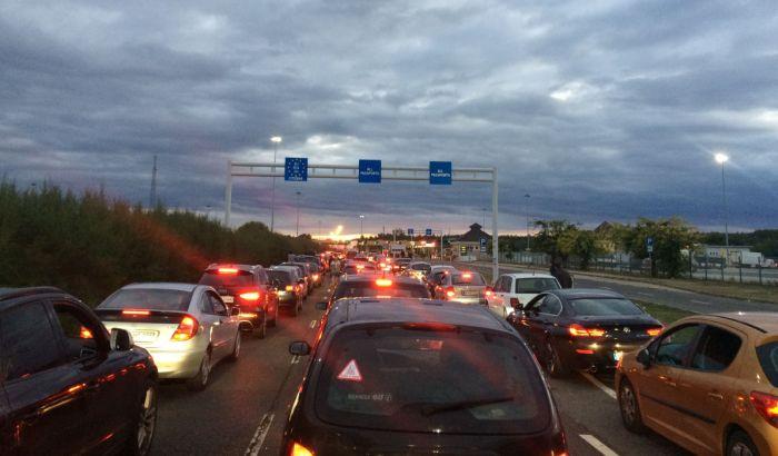 Gužve na autoputevima i granici, najduže se čeka na Gradini i Gostunu