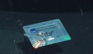 Zaustavili vozača zbog registracione nalepnice, ustanovili da je za njim raspisana potraga