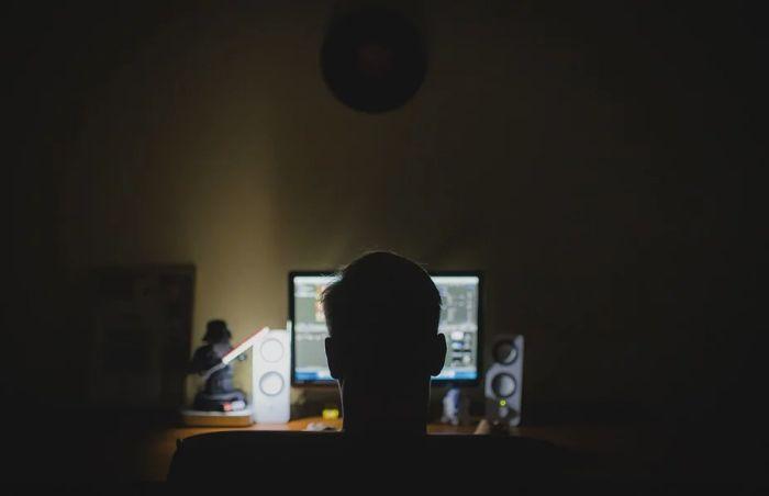 Sve više šefova od zaposlenih traže da budu dostupni i nakon radnog vremena