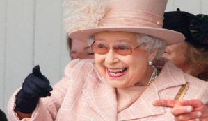 Kraljica Elizabeta plaća 67.000 dolara za upravljanje njenim profilima
