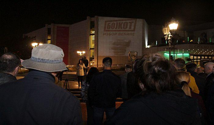 FOTO, VIDEO: Na protestu SZS u Novom Sadu poručeno da gradovima širom Srbije šetaju slobodni građani