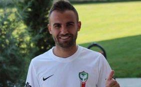VIDEO: Fudbaler osumnjičen da je žiletom isekao četvoricu igrača