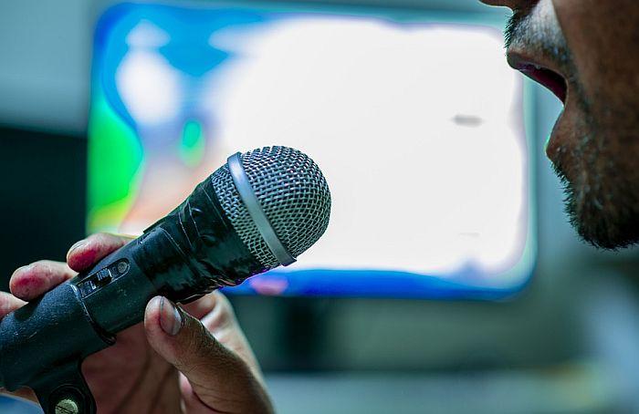 Pozvali građane da prijave glasne karaoke pevače