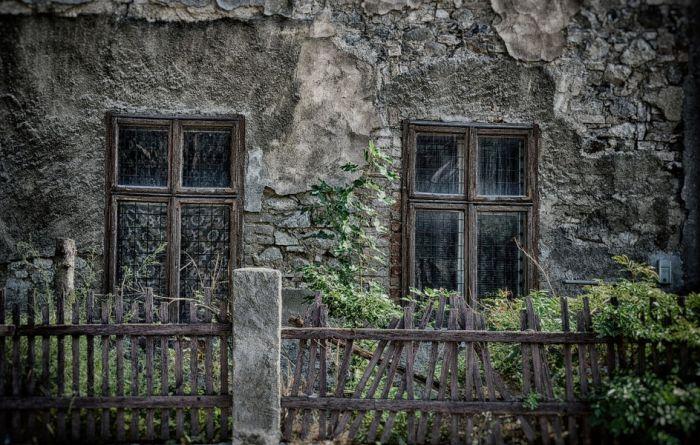 Hiljadu sela u Srbiji nema prodavnicu, 500 ni asfaltiran put
