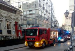 FOTO: Ugašen požar u Železničkoj, ulica blokirana