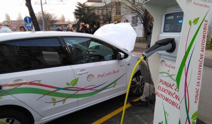 FOTO: Novi Sad dobio prvi punjač za električne automobile