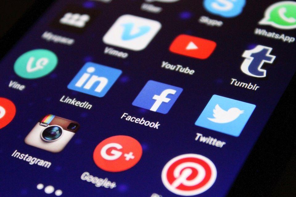 Fejsbuk ograničava reklame koje ciljaju tinejdžere