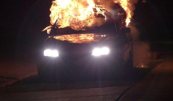 Uhapšen zbog sumnje da je zapalio automobil svoje supruge
