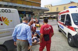 FOTO: Kombi udario ženu u pešačkoj zoni u centru Novog Sada, u teškom stanju prevezena u KCV