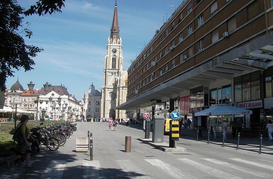 APV: Centar Novog Sada postao parking za automobile, dostave idu nesmetano kroz pešačku zonu