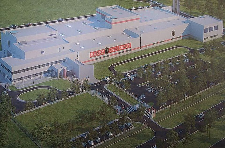 FOTO: Uređuje se okolina nove fabrike čokolade u Novom Sadu