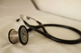 Godinu dana nakon rasizma u liftu: Doktorka vraćena na radno mesto u KCV, lekarska komora nenadležna