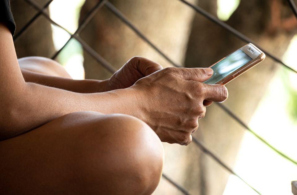 Fotografije dece na internetu: Skupljanje lajkova na štetu bezbednosti mališana i mamac za pedofile
