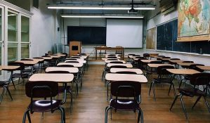 Kon: Učenici nižih razreda najverovatnije će ići u školu, za ostale kombinovano