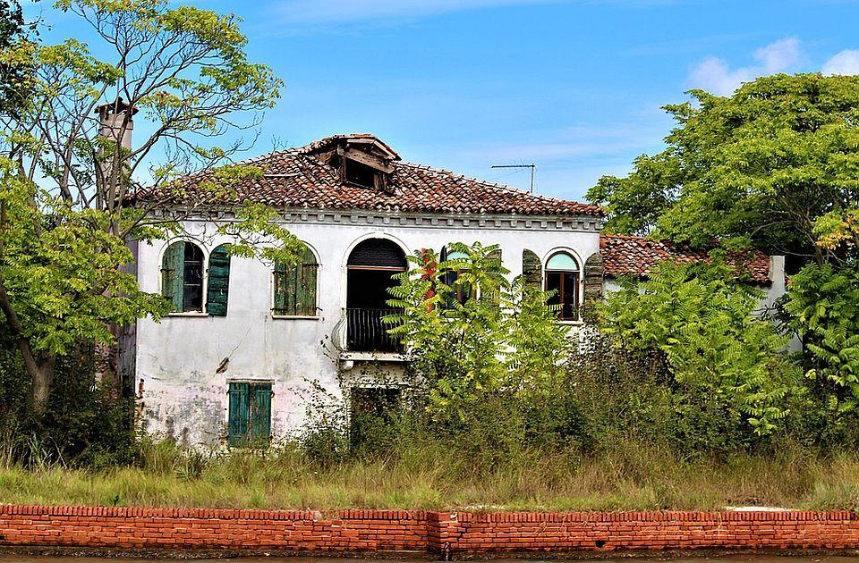 Potpisani ugovori za kupovinu još 81 seoske kuće u Srbiji