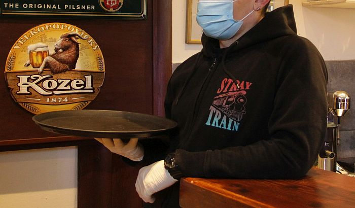 Inspekcija: Osam novosadskih ugostitelja kažnjeno zbog prekoračenja radnog vremena, u autobusima GSP-a svi putnici nosili maske