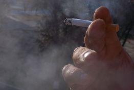 U Srbiji trećina zdravstvenih radnika puši