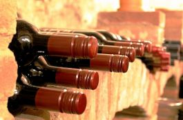 VIDEO: Požar progutao dva miliona flaša vina