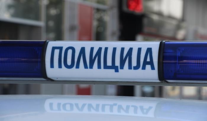 Novosađanin uhapšen nakon što je tukao devojku u kolima