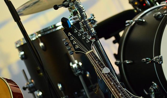 Leto na Trgu galerija: Koncert benda