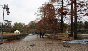 FOTO: Počelo postavljanje klizališta u Dunavskom parku