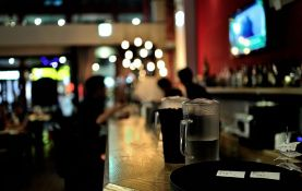 Kafić u Italiji zabranio razgovor o koroni