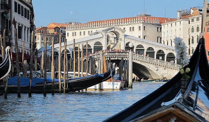 VIDEO: Venecija proterala turiste jer su se kupali u Velikom kanalu