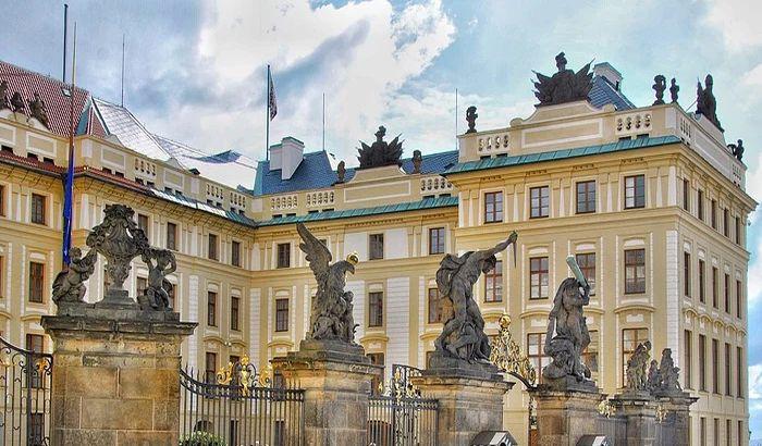 Češka proterala ruske diplomate, Moskva najavila odgovor