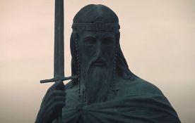 Zašto spomenik Stefanu Nemanji ima mač umesto krsta?