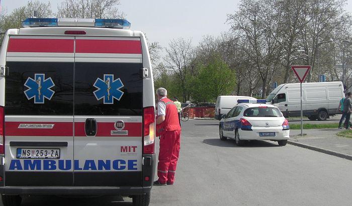 Muškarac povređen u saobraćajnoj nezgodi na Mišeluku, vozila smrskana