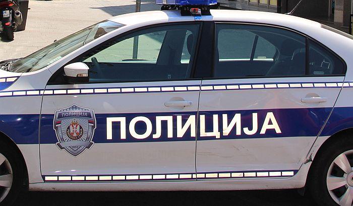 Potraga za Beograđaninom u Rumenki, napustio automobil i pobegao od policije