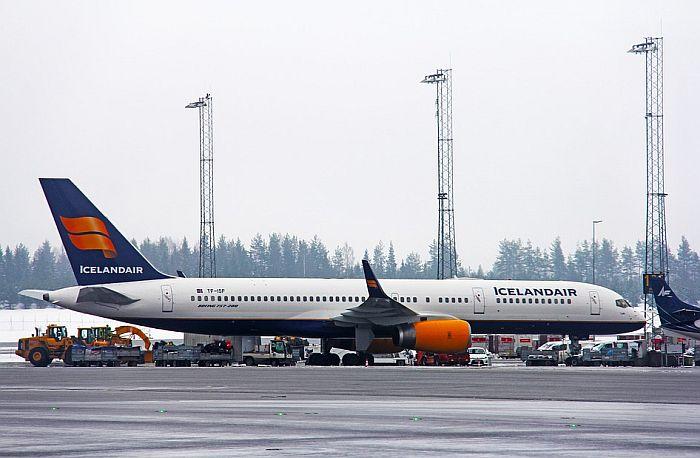 Otpustili stjuardese i stjuarde, putnike će u avionima služiti piloti