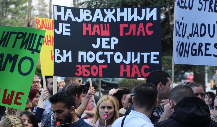 FOTO: Protest studenata Medicinskog fakulteta u Novom Sadu, traži se prestanak blokade ustanove