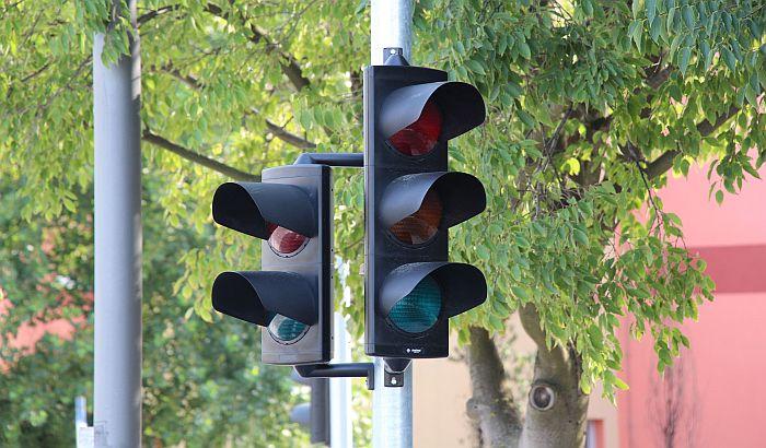 Novi semafori na Bulevaru Evrope, u Kralja Petra I i Temerinskoj ulici
