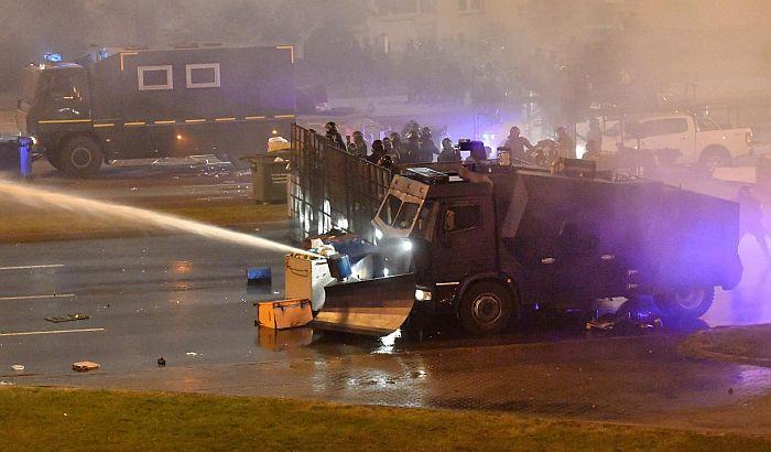 Policija i večeras silom rasterala demonstrante u Belorusiji