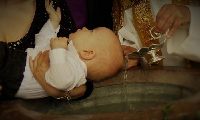 Crkva neće menjati obred krštenja nakon smrti bebe