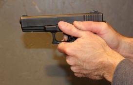 Maskiran i uz pretnju pištoljem opljačkao kladionicu i njene goste u Futogu