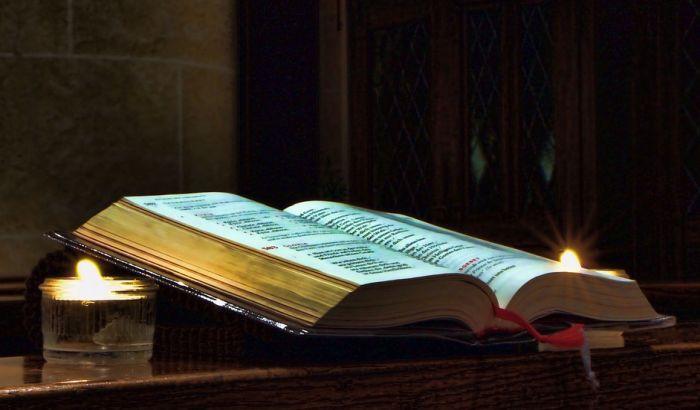 Šta je krvavije - Kenjkavac ili Biblija?