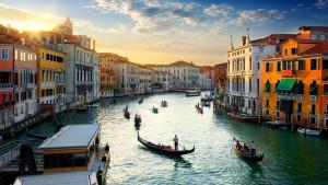 Alkohol i gužve: Venecija razmišlja za zabrani nošenje alkohola na ulicama